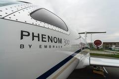 Heller Phenom 300 Geschäftsjet-Embraers EMB-505 lizenzfreies stockfoto