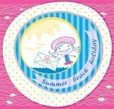 Heller Postkartestrand. Mädchen mit einem Zeichen Lizenzfreie Stockbilder