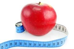 Heller roter Apfel und messendes Band Lizenzfreie Stockfotografie