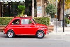 Heller roter Fiat 500 Lizenzfreie Stockbilder