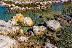 Heller schöner Crystal Clear Frio River stockfotografie
