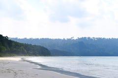 Heller Sunny Day in Serene Calm Beach, Radhanagar-Strand, Andaman u. Nikobaren, Indien lizenzfreie stockfotografie