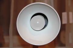 Heller weißer Leuchterstrom der Lampe Stockbild