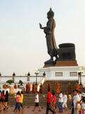 Heller wellenartig bewegender Ritus des Buddhismus Lizenzfreie Stockbilder