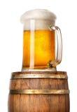 Helles Bier auf Tonne Lizenzfreie Stockfotos