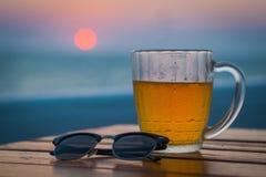 Helles Bier in einem Kreis Sea Stockbild