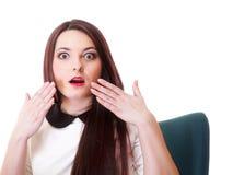 Helles Bild des überraschten Frauengesichtes über Weiß lizenzfreie stockfotografie