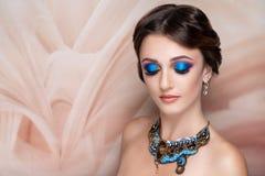 Helles Blau der Frau bildet lizenzfreie stockbilder