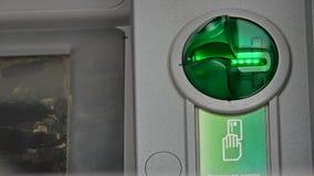 Helles Blitzen der Karte auf ATM-Maschine Stockbilder