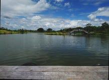 Helles blue†‹sky†‹über dem Wasserpark Stockfotografie