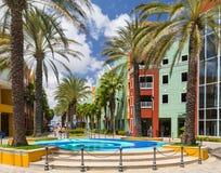 Helles buntes buntes Quadrat in Willemstad in Curaçao Lizenzfreie Stockfotografie