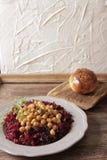 Helles Frühstück von roten Rüben und von Kichererbsen lizenzfreies stockfoto