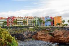 helles Gebäude auf dem Berg Lizenzfreie Stockfotografie
