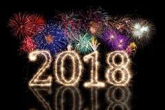 2018-helles glühendes Sylvesterabend der bunten Feuerwerkswunderkerze numerisch lizenzfreies stockbild