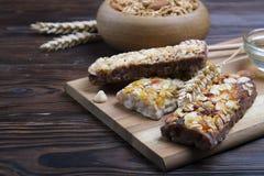 Helles Kohlenhydrat und proteinreiches des Granolas Energiefrühstück den ganzen Tag lizenzfreie stockfotos