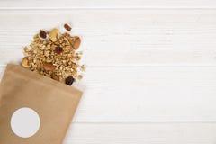 Helles Kohlenhydrat und proteinreiches des Granolas Energiefrühstück den ganzen Tag lizenzfreie stockbilder
