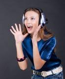 Helles Mädchen der Musik mit Kopfhörern Stockbilder