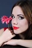 Helles Mädchen mit Blume Stockfotos