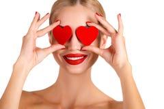 Helles Make-up c-Schönheit und rotes Herz Lizenzfreie Stockfotografie