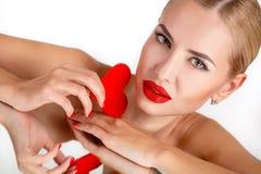 Helles Make-up c-Schönheit und rotes Herz Stockfotografie