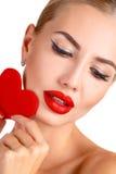 Helles Make-up c-Schönheit und rotes Herz Lizenzfreies Stockfoto
