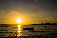 Helles Meer des Sonnenuntergangs Stockfotografie
