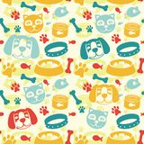 Helles nahtloses Muster mit lustiger Katze und Hund Lizenzfreie Stockbilder