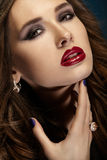 Helles Porträtmädchen. Make-up. Abschluss oben Stockfotografie