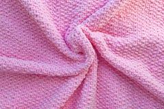 Helles rosa gestricktes Plaid hergestellt vom weichen Plüschgarn Woolen Gewebe-Beschaffenheit Handgemachte Fertigkeit stockbild