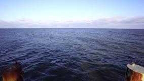 Helles Schwellen auf der Ostsee stock footage