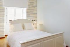 Helles und gemütliches Schlafzimmer Lizenzfreies Stockbild