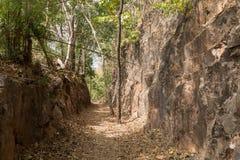 Hellfirepas wandelingssleep op bekend Birma aan de doodsspoorweg van Thailand Royalty-vrije Stock Afbeeldingen