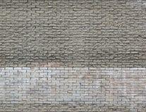 Hellgrauer brauner Backsteinmauerhintergrund mit Weiß malte Streifen Lizenzfreies Stockfoto