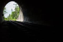 Helligkeit am Ende des Tunnels Stockbilder