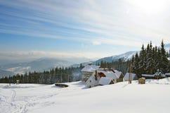 Helling op de het skiån toevlucht stock foto