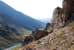 Hellingen in de bergen van Oezbekistan in Augustus Royalty-vrije Stock Afbeeldingen