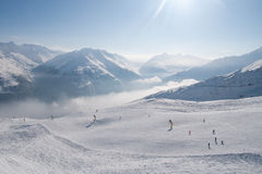 Hellingen en pieken in de Alpen Stock Foto