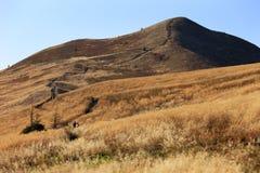Hellingen van de Bieszczady-Bergen in de herfstseizoen in Zuidoostenpolen - het Nationale Park van Bieszczadzki Stock Fotografie