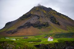 Hellnar渔村,冰岛风景看法  库存图片