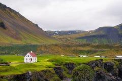 Hellnar渔村,冰岛风景看法  免版税库存照片