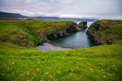 Hellnar渔村,冰岛风景看法  免版税库存图片