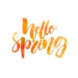 Hello-de lentetekst Het met de hand geschreven die borstel van letters voorzien met waterverftextuur op witte achtergrond wordt g Royalty-vrije Stock Foto
