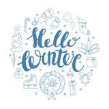 Hello-de winter het handlettering met Kerstmiselementen Wintertijdkaart, het begroeten Stock Foto