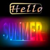 Hello-de zomer - dright het gekleurde neon van letters voorzien Realistische 3d affiche Royalty-vrije Stock Afbeeldingen