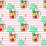 Hello-de zomer naadloos patroon Verse smoothie en vruchten op gestripte achtergrond Stock Fotografie