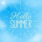 Hello-de Zomertekst in een blauwe hemel met wolken Creatieve vectorillustratie De zomer en vakantiethema Vliegermalplaatje Royalty-vrije Stock Fotografie