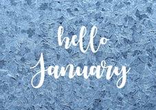 Hello Januari Ijzig natuurlijk patroon op de wintervenster Ijs geborduurd kant op het glas met tekst royalty-vrije stock fotografie