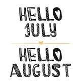 Hello Juli Hallo August Motivational-citaten Zoete leuke inspiratie, typografie Grafisch het ontwerpelement van de kalligrafiefot Stock Afbeeldingen
