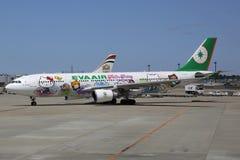 Hello Kitty de EVA Air Airbus A330-200 en Tokio Narita Imágenes de archivo libres de regalías