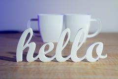 Hello met de Mokken van de Koffie Stock Foto's